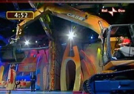 İş makinasıyla striptiz - 1